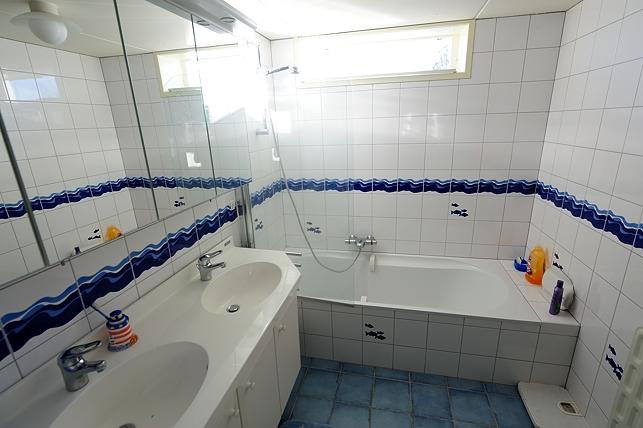 Foto overzicht vakantie loosdrecht - Badkamer met ligbad ...